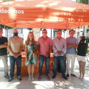 Cs continúa en Torrent su reparto de carnets a afiliados de la Comunitat Valenciana